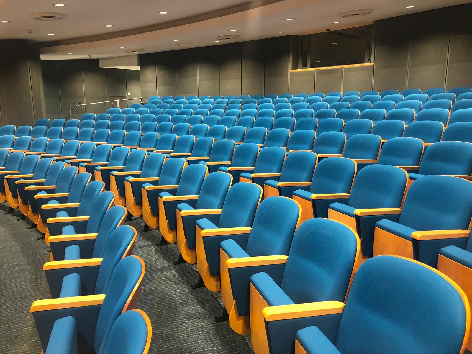 כיסא מדגם KASL , הותקן בטכניון אולם הרצאות הפקולטה לביו -רפואה