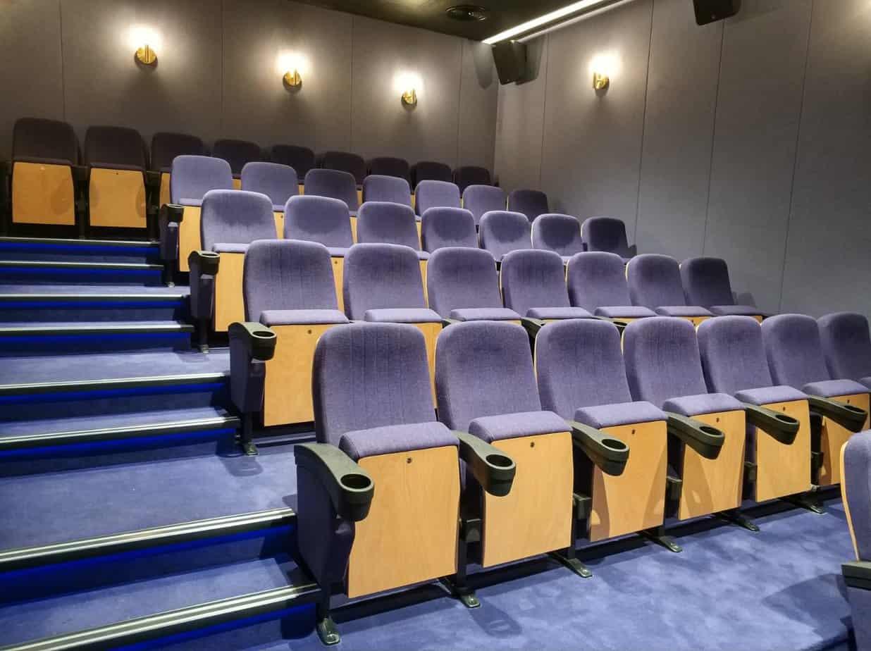 """אולם קולנוע ב""""בית בלב"""" פתח תקוה"""
